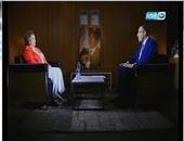 """بالفيديو..جيهان السادات لـ""""خالد صلاح"""": ميزانية مصر فى 1973 كانت """"تحت الصفر"""""""