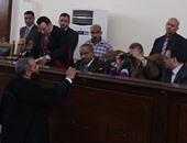 """بالصور.. تأجيل محاكمة """"بديع"""" و737 آخرين بقضية """"أحداث فض رابعة"""" لجلسة 21 مايو"""