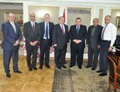 وزير التعليم العالى يبحث مع السفير الكندى إنشاء فروع للجامعات الكندية بمصر