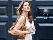 """بالصور.. فستان سيندى كروفورد من """"ألكسندر ماكوين"""" بـ1125 إسترلينيًا"""