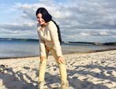 """بالصور.. صافيناز """"بتصبح"""" على جمهورها من شاطئ بحر الجمال"""