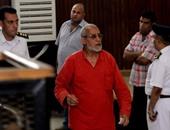 """مصادر: تعذر حضور """"بديع"""" والمتهمين بقضية """"فض اعتصام رابعة"""" جلسة المحاكمة"""