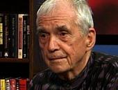 """وفاة القس والشاعر المناهض للحروب الأمريكية """"دانييل بيريجان"""""""