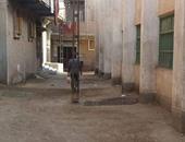 بالصور.. عامود كهرباء يعيق حركة المرور لتواجده بمنتصف شارع فى القليوبية