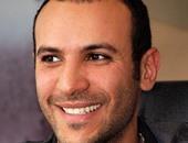 """رواد فيس بوك يدعمون محمد دياب ويتفاعلون مع إشادة توم هانكس بفيلم """"اشتباك"""""""