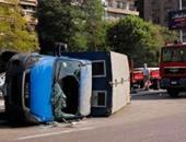 إصابة ضابط و3 آخرين فى حادث انقلاب سيارة شرطة بطريق أبوسمبل الدولى