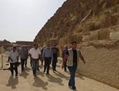 بالصور.. وزير الآثار يتفقد مركب خوفو ويهنئ الفريق بجائزة الأيكوم