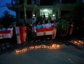 فى وقفة بالشموع.. فلسطينيون يتضامنون مع مصر أمام سفارتها برام الله