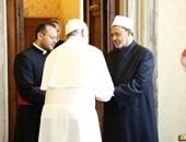 بالصور.. بابا الفاتيكان لشيخ الأزهر: العالم يعلق آماله على رموز الدين وعلمائه