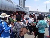 بالصور.. المزمار والطبل البلدى فى استقبال وفد سياحى إندونيسى بمطار القاهرة