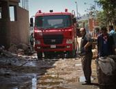 الدفع بـ 12 سيارة إطفاء للسيطرة على حريق مصنع فى أبو رواش