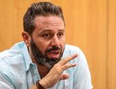 """حازم إمام ردا على سؤال طلاب عين شمس""""حول أفضل لاعبى الأهلى:مش متابع والله"""