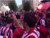 بالفيديو .. مواجهة بين جماهير ريال مدريد وأتليتكو فى ساحة ميلانو