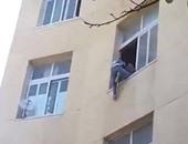 فتاة تلقى بنفسها من الطابق الثالث هرباً من الاغتصاب بإمبابة