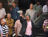 """بالصور..المواطنون الشرفاء يرفعون أحذية بوجه وفد حقوق الإنسان أمام """"الصحفيين"""""""