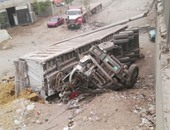 إصابة 17 عاملا إثر انقلاب سيارة نقل بالطريق الإقليمى