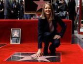 بالصور.. كريستين ستيوارت تشارك جودى فوستر فرحتها بعد منحها نجمة هوليوود