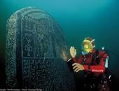 """بالصور.. الديلى ميل تبرز القطع الأثرية بمعرض """"أسرار مصر الغارقة"""""""