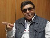 المذيع سمير صبرى يحاور نور الشريف فى السبعينيات.. فيديو