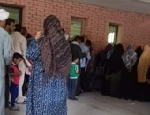 بالصور.. تكدس المرضى أمام العيادات الخارجية لمستشفى جامعة أسيوط