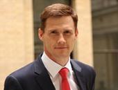 سفير بريطانيا بالقاهرة: السفارة ترحب بابن عامل النظافة للعمل بها