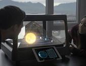 بالصور.. جهاز جديد يمكنك من إجراء مكالمات بخاصية الهولوجرام