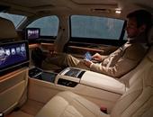 سيارة BMW's 7 series مزودة بسينما ومقاعد تدليك وتتحكم فيها بالإيماءات