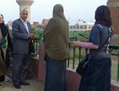 رئيس مدينة القناطر يشارك فى مبادرة لتجميل المدينة