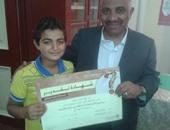"""تكريم طالب بالفيوم لحصول على المركز الثالث بالعالم فى مسابقة """"الصحة العالمية"""""""