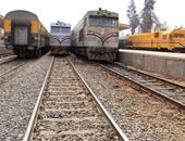 """بالفيديو.. سائق قطار يؤخر تحركه من """"كفر البطيخ"""" 25 دقيقة لشرائه الخبز"""