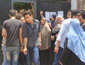 تجمهر أولياء أمور مدرسة ناصر بمنيا القمح اعتراضا على نقل أبنائهم