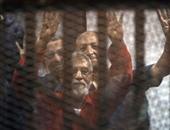 """بالفيديو.. بعد مرور عامين على """"فض رابعة"""".. إحالة بديع وعدد من قيادات الإخوان للجنايات.. النيابة: المتهمون حازوا أسلحة وذخائر لمواجهة الشرطة..وتؤكد: قطعوا الطرق وأشعلوا النيران فى المسجد وروعوا الآمنين"""