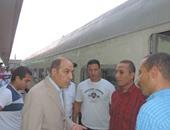 مدير شرطة النقل يفاجئ الخدمات الأمنية بمحطة سكة حديد مصر