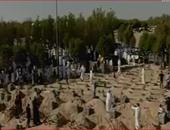 بالفيديو.. توافد الكويتيين على مقابر تمهيدا لدفن جثامين ضحايا مسجد الصادق