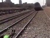 ضبط 3 طلاب صوروا فيديو لأحدهم مستلقيا تحت قطار أثناء مروره في الدقهلية