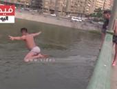 بالفيديو.. قفزات ثقة لعفاريت شبرا فى عمق النيل