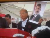 بالصور.. منصف المرزوقى يرفع شعار رابعة ويحمل صورة محمد مرسى فى باريس