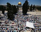 آلاف الفلسطينيين يصلون الجمعة بمسجد قبة الصخرة رغم قيود الاحتلال