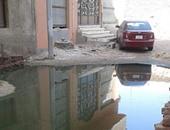 بالصور.. مياه الصرف الصحى تحاصر العقارات وتهدد السكان بالمنشية فى قنا
