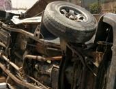 مصرع عاملين وإصابة 22 فى حادث انقلاب سيارة ربع نقل بالفيوم