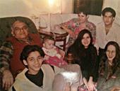 إيساف ينشر صورة برفقة والديه: أحلى أيام عمرى والمشاعر انعدمت مع رحيلهما