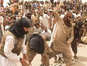 بالصور.. تنظيم داعش يقتل 4 أشخاص رجمًا بالحجارة بتهمة الزنا