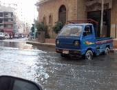 بالفيديو.. المجارى تغرق مساكن الحرمين والمياه تشل حركة المواطنين بالإسكندرية