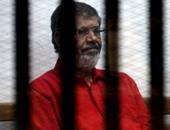 """تأجيل محاكمة مرسى و24 آخرين بقضية """"إهانة القضاء"""" لجلسة 6 نوفمبر"""
