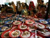 """رمضان فى عيون الوافدين.. اليمنيون ينظمون يوم """"يا نفس ما تشتهى"""" احتفالًا بقدوم الشهر الكريم.. ومسلمو تنزانيا يستقبلونه على سواحل المحيط.. والسودانيون يفترشون الموائد أمام منازلهم لإطعام المارة"""
