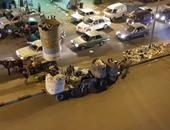 بالصور.. قارئ يشكو تراكم القمامة وتكدس السيارات أمام المحلات بحى الزيتون