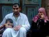 بالصور.. كفيف بالشرقية أجبره الفقر على إخراج أبنائه من المدرسة ويتمنى مصدر رزق