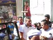 بالفيديو.. لحظة دخول رمضان صبحى لجنته وسط شد وجذب من أطفال كرداسة