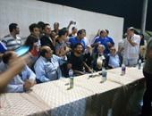 بالصور.. مدربو المقاولون يستقبلون محمد صلاح بالسيلفى
