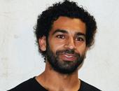 محمد صلاح يطير للسعودية لأداء العمرة مع زوجته وشقيقه